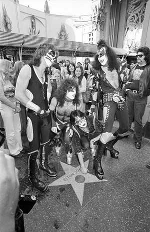 키스 ~Hollywood, California...February 24, 1976 (Graumans Chinese Theater)