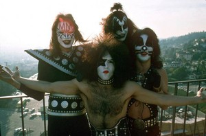 吻乐队(Kiss) ~Los Angeles, California...January 16, 1975 (Playboy Building)