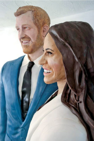 Life Size Cake Statue Of Harry And Meghan Markle