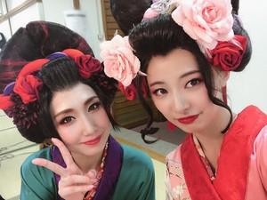 Muto Tomu as Koharu in Bakumatsu Taiyo guarida, den Gaiden