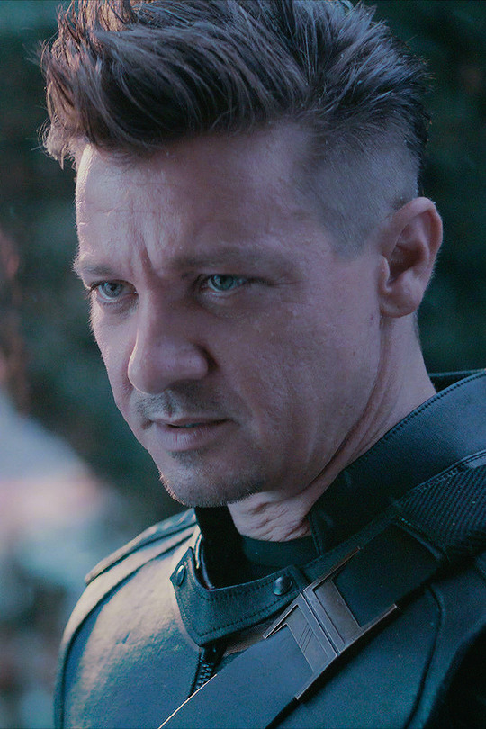 New stills of Jeremy Renner as Hawkeye in Avengers: Endgame