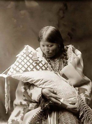 Northern Cheyenne mother and child – 1905