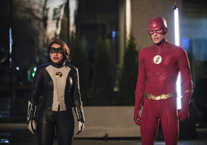 "The Flash 5.22 ""Legacy"" Promotional Обои ⚡️"