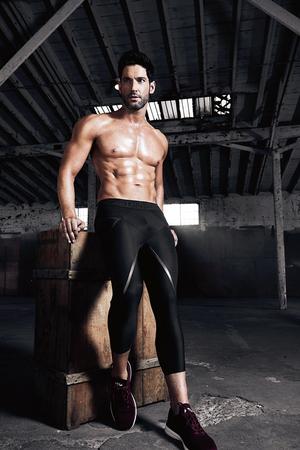 Tom Ellis photographed door Leslie Alejandro for Men's Health (2019)