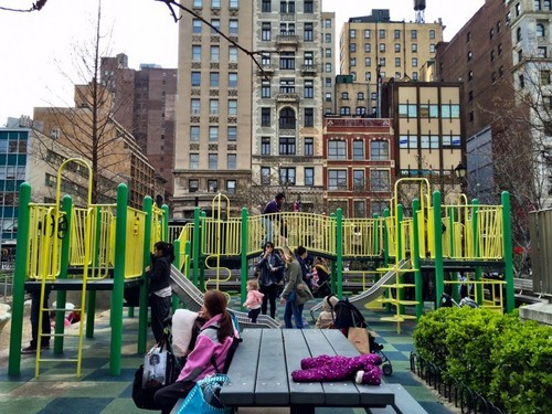 Beautiful Things 壁纸 entitled Union Square Playground