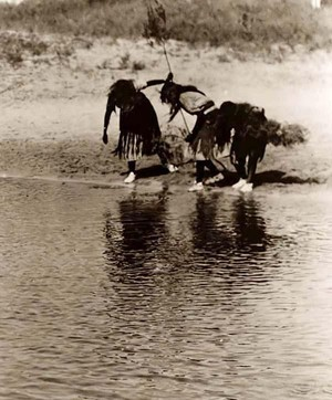 Water Purification Rite during the Cheyenne Animal Dance 1927 bởi Edward S. Curtis