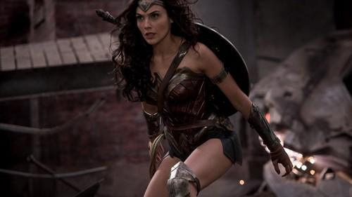 Wonder Woman (2017) karatasi la kupamba ukuta called Wonder Woman karatasi la kupamba ukuta