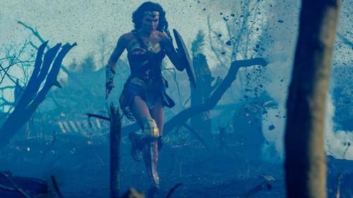 Wonder Woman (2017) karatasi la kupamba ukuta entitled Wonder Woman karatasi la kupamba ukuta