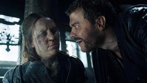 Yara and Euron Greyjoy in 'Winterfell'