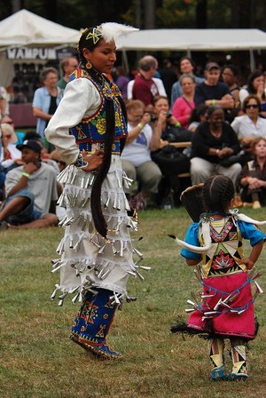 🤲 Celebrating the Jingle Dress Dance (zaangwewe-magooday) 👣