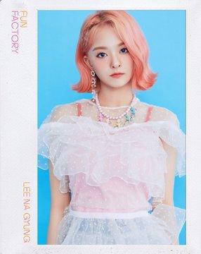 프로미스나인 (fromis_9) 1st Single Album [FUN FACTORY] Official foto FUN ver. Lee Nagyung