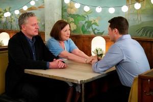 5x11 'Meet The Parents' Episode Still