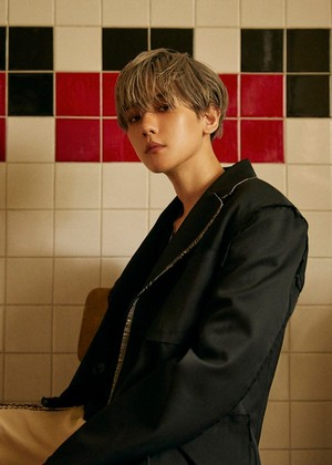 Baekhyun reveals the 7th set of teaser तस्वीरें for 'City Lights'