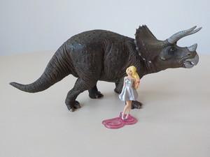 Barbie e il triceratopo
