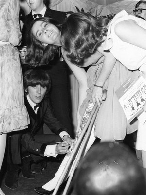 Beatles and their fans💖