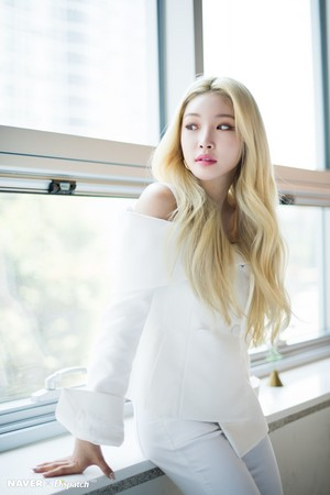 "Chungha - ""Flourishing"" promotion photoshoot sa pamamagitan ng Naver x Dispatch"