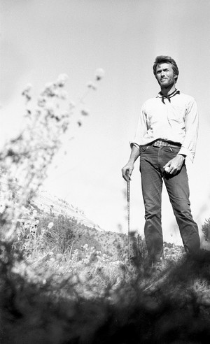 Clint Eastwood plays golf on the set of The Good, the Bad and The Ugly (1966)