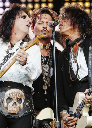 Hollywood Vampires performing 'Heroes' on the Jimmy Kimmel Live! (June 2019)