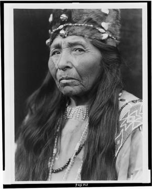 Klamath woman - Curtis - 1923