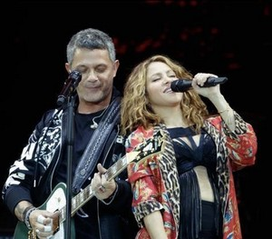 Performing With Alejandro Sanz