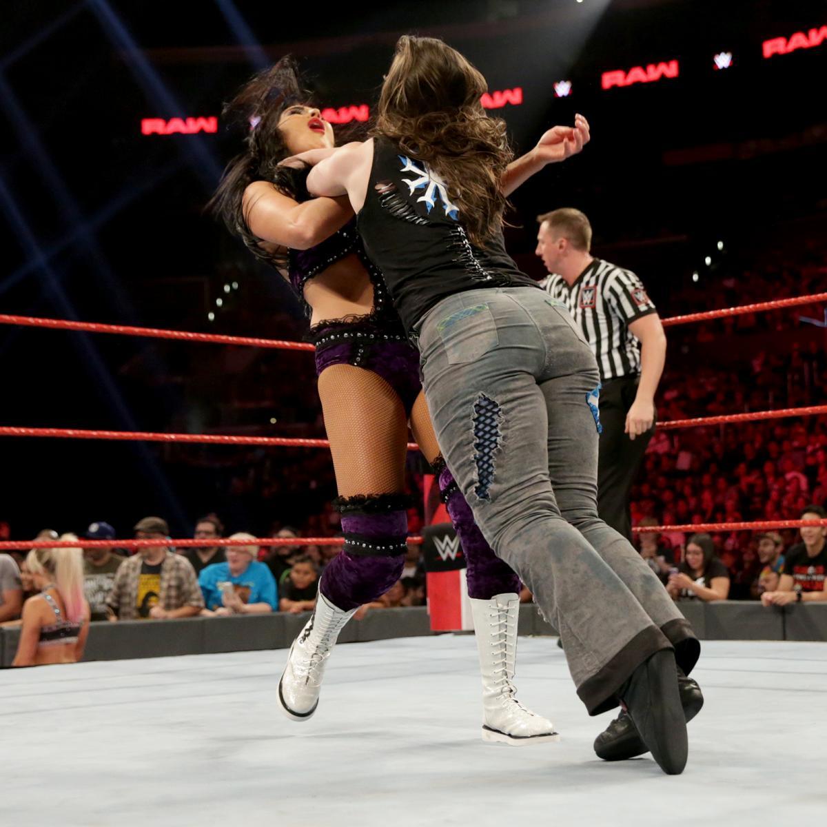 Raw 6/17/19 ~ The IIconics vs Alexa Bliss/Nikki پار, صلیب