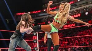 Raw 7/1/19 ~ Carmella vs Nikki menyeberang, salib