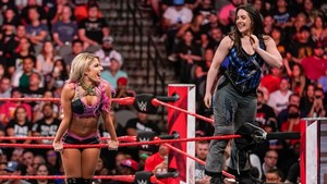 Raw 7/1/19 ~ Carmella vs Nikki پار, صلیب