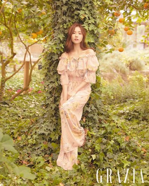 "Shin Se Kyung for ""GRAZIA"""