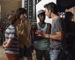 Stranger Things 3 - Behind the Scenes - Noah Schnapp, Finn Wolfhard, Caleb McLaughlin and Shawn Levy