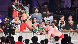Super Showdown 2019 ~ Lars Sullivan vs Lucha House Party