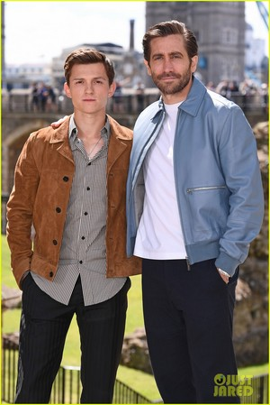 Tom Holland, Jake Gyllenhaal and Zendaya Reunite at 'Spider-Man: Far From Home' london foto Call!