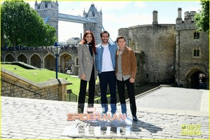 Tom Holland, Jake Gyllenhaal and Zendaya Reunite at 'Spider-Man: Far From Home' London litrato Call!