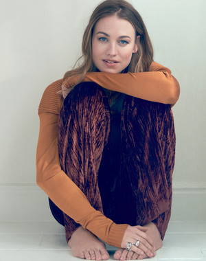 Yvonne Strahovski ~ Elle Australia