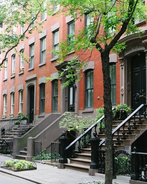 New York bata, brownstone