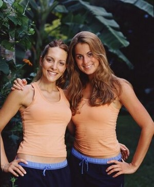 Heather Mahar and Eve Madison (The Amazing Race 3)