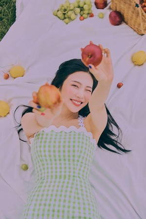 Joy is the epitome of charm and grace in individual teaser imagens for 'The ReVe Festival: dia 2'