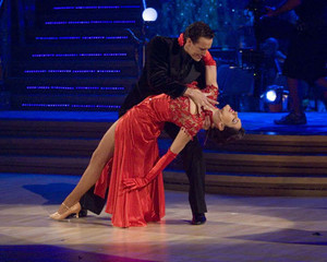 KELLY BROOK RED HOT DANCE