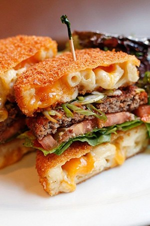 Mac n' Cheese Burger