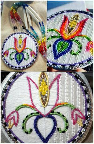 Manidoominensikaan ((Bead work))