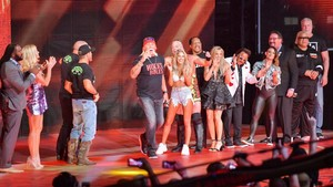 Raw 7/22/19 ~ Stone Cold Steve Austin closes the ipakita