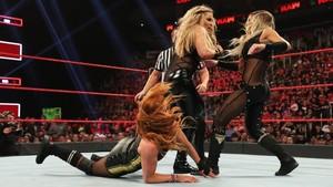 Raw 8/5/19 ~ Trish Stratus/Natalya vs شارلٹ Flair/Becky Lynch
