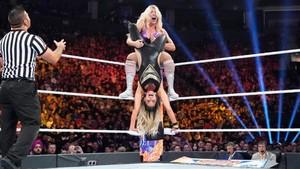 SummerSlam 2019 ~ món ăn bơm xen, charlotte Flair vs Trish Stratus