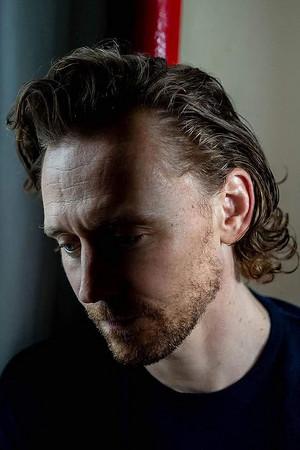 Tom Hiddleston kwa Devin Yalkin (August 2019)