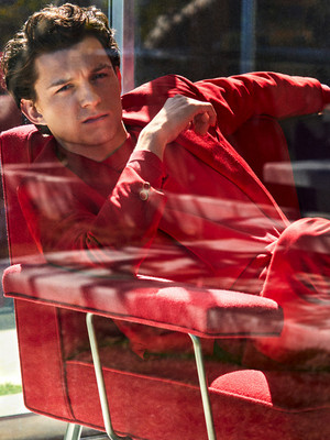Tom Holland photographed oleh Michael Schwarz for icon EL PAÍS (2019)
