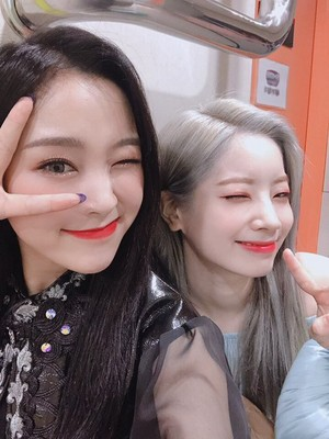 Gahyeon and Dahyun