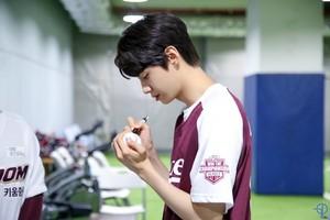 [이진혁] 시구 현장에서 만난 '기억조작남' 야구부 선배 이진혁!