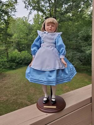 Alice sa pamamagitan ng Faith Wick