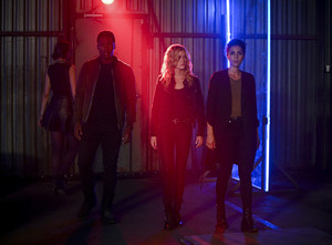 "Arrow 8x02 - ""Welcome To Hong Kong"" promotional stills"