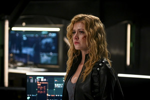 "Arrow 8x04 - ""Present Tense"" promotional stills"
