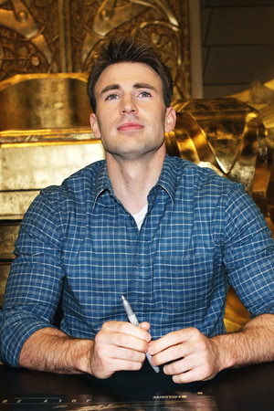 Chris Evans - Captain America: The First Avenger signing, San Diego Comic Con — July 24, 2010